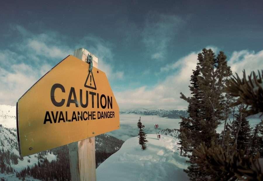 Bezpieczeństwo w górach: Jak zachować się podczas lawiny?